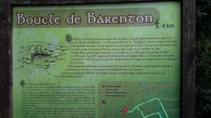 En cheminant le long de la boucle de Barenton, on trouve la fontaine de Viviane et de Merlin.