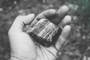 pierre noire main