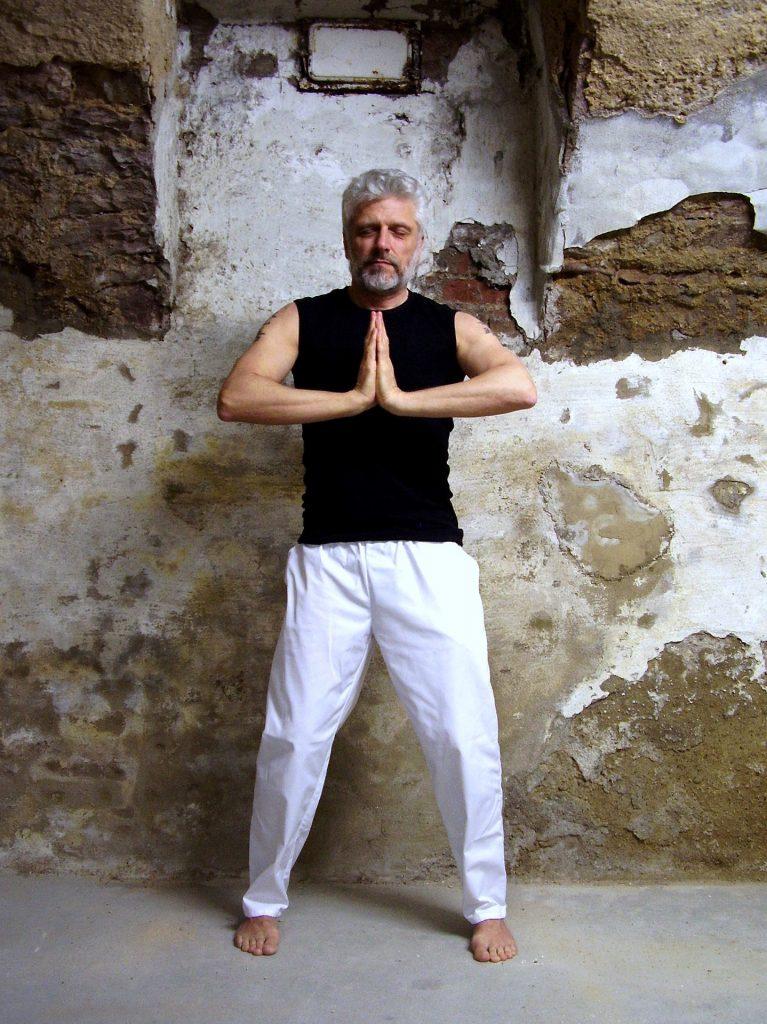 méditation gassho, les deux mains jointes